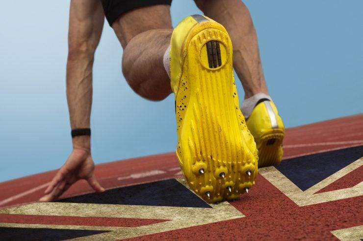 为什么运动场上要穿钉子鞋?