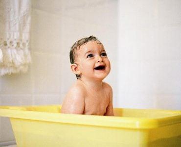 为什么洗澡时手上会有许多皱纹?