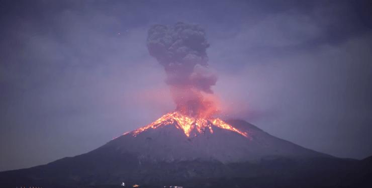 为什么火山会喷发?