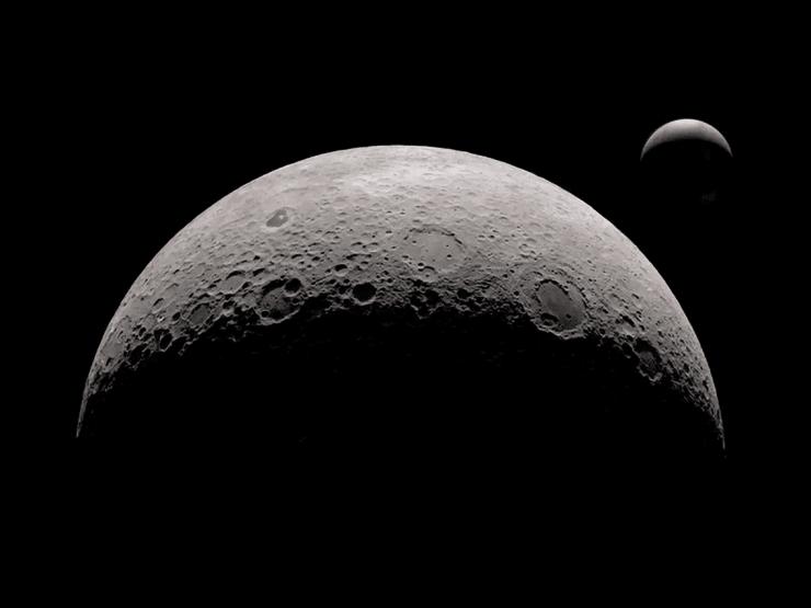 为什么月亮朝着地球那一面是不变的?
