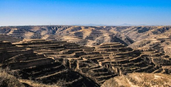 我国的黄土高原上为什么常年覆盖着黄土?