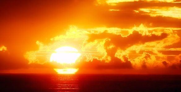 为什么太阳给我们带来光和热?