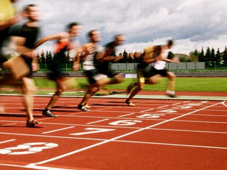 为什么跑步比赛要逆时针跑?