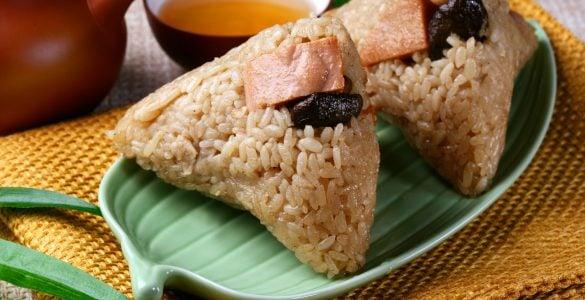 为什么端午节那天要吃粽子、赛龙舟?