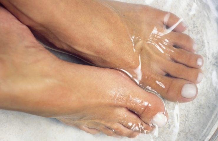 为什么睡前要用热水洗脚?