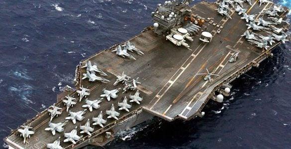 为什么航空母舰能载飞机?