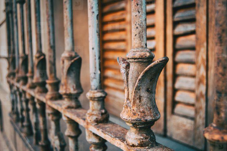 为什么铁特别容易生锈?