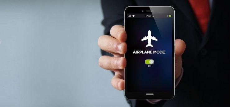为什么在飞机上禁止使用移动电话?