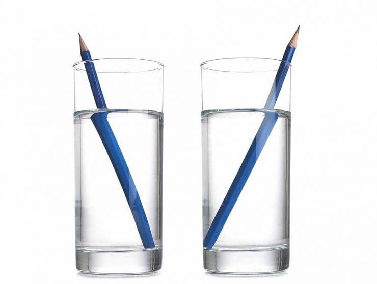 为什么铅笔伸进水就像是断了?