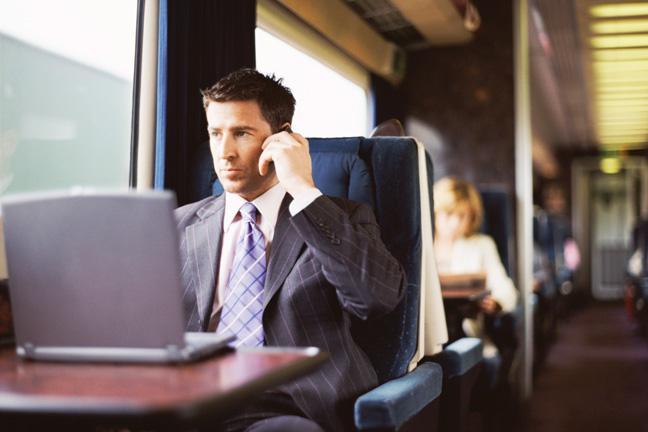 为什么火车上不能收听广播,却能打手机?
