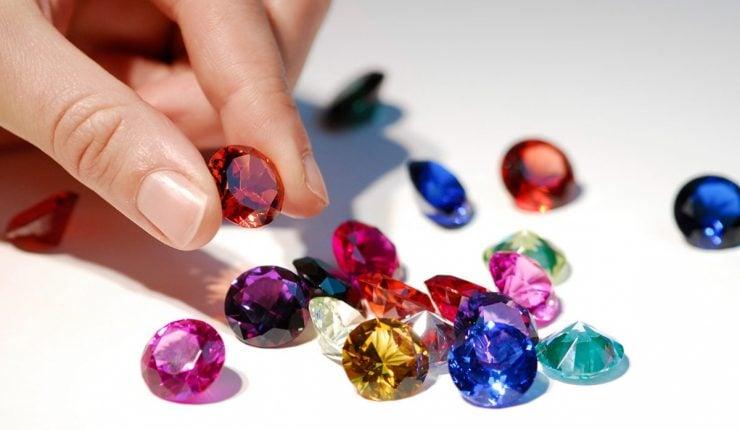 为什么宝石是五颜六色的?