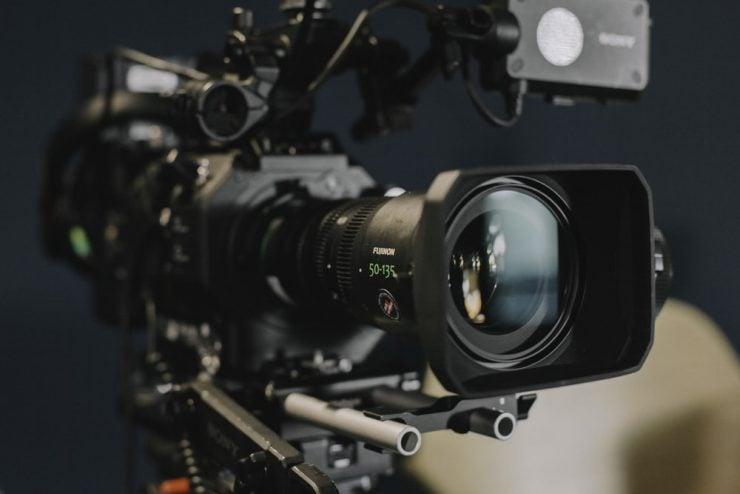 为什么摄像机摄像时不需要对焦和曝光?