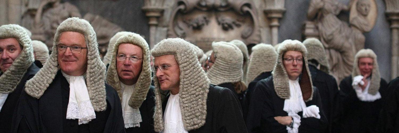 为什么英国的法官和律师要戴假发?